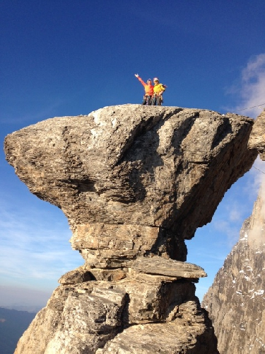 "Саша ДиЖулиан (Sasha DiGiulian)</a> и Карло Траверси (Carlo Traversi) на вершине маршрута ""Magic Mushroom"" на Северной стене Эйгера"