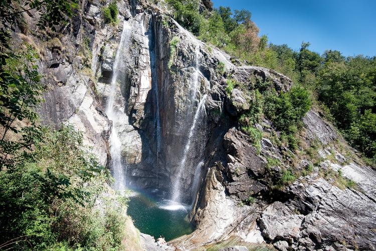 водопад Сальто (Cascata del Salto) у швейцарской деревушки Мажиа (Maggia)