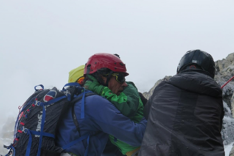 Оскар Кадьяк (Òscar Cadiach) и китайская альпинистка Sumiya Tsuzuki на Броуд Пик