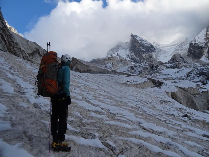 На пути к штурмовому лагерю, разорванный участок ледника Кашкаташ