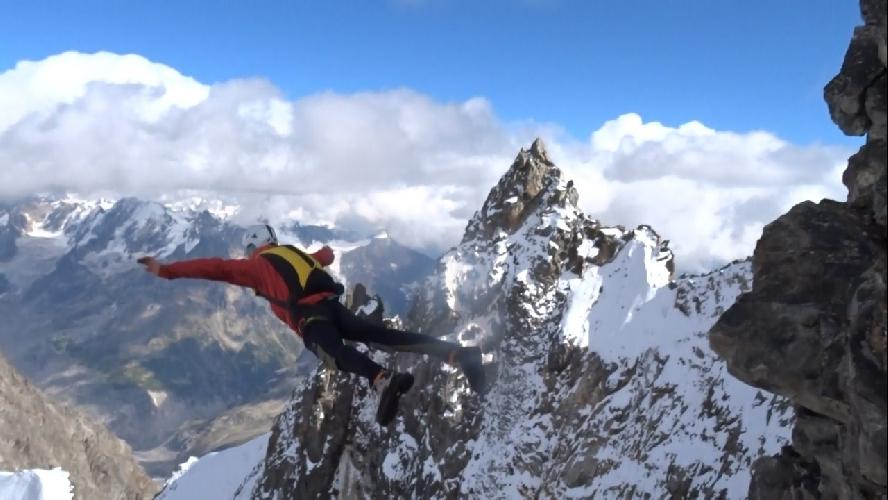 С экзитов выше 4000 метров на Кавказе прыгал, на сколько я знаю, только Розов с Кюкюртлю и Ушбы.
