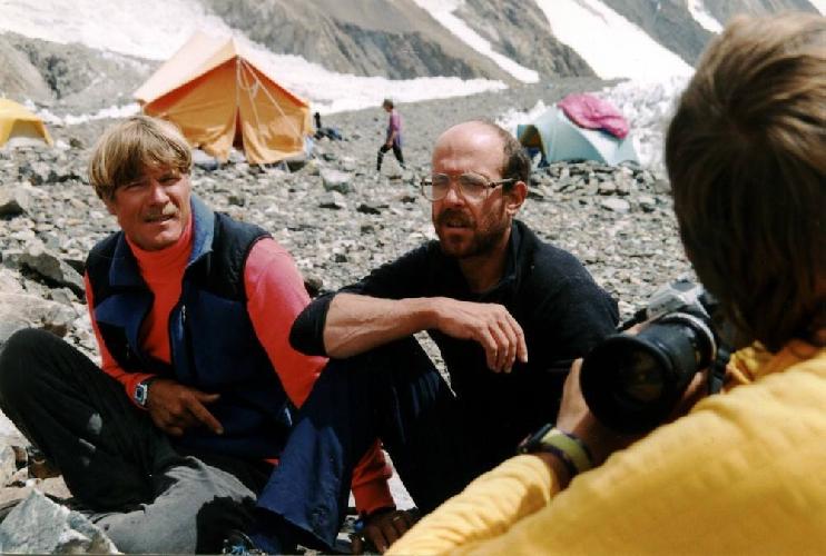 Скотт Фишер и Дэн Мазур - американские участники нашей совместной экспедиции на вершину К2 (8611м). В базовом лагере.