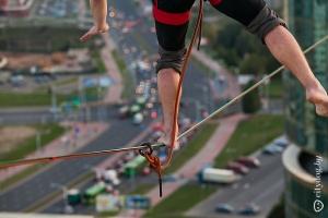 Украинский экстремал установил рекорд Беларуси в хайлайне, впервые пройдя между двумя небоскребами