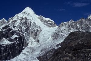 Экспедиция черкасских альпинистов в Гималаи: команда поднялась на гору Бокта (6100м)