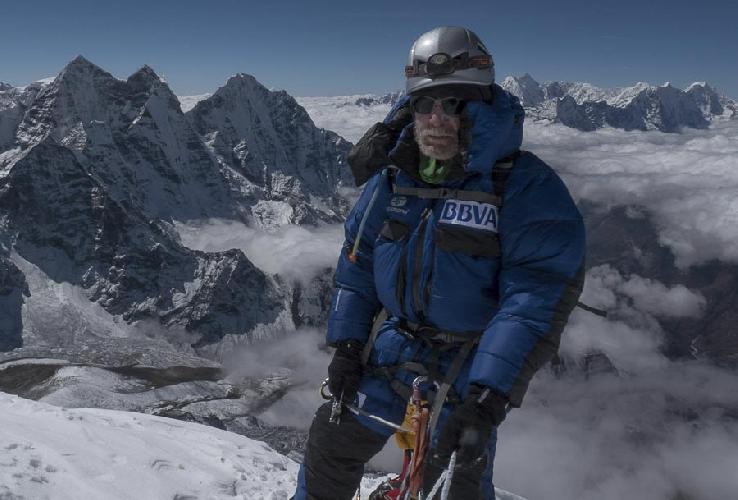 Карлос Сория (Carlos Soria) на вершине Ама-Даблам