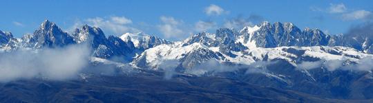 Панорама центральной части хребта Гангга (Gangga Range). Вид из Лазика.