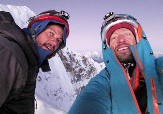 Джастин Гриффин (Justin Griffin) и Skiy DeTray (Ский де Трей) на вершинном плато горы Табоче