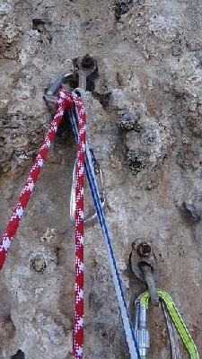 UIAA рекомендует использовать титановые шлямбура на приморских скалах