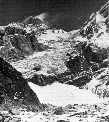 Начало маршрута по Юго-Западной стене. выход ледника