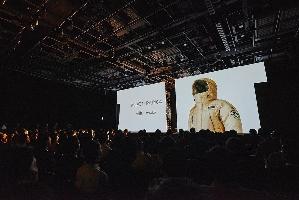 """""""Moon Parka"""", стала первой в мире одеждой из искусственного белка."""