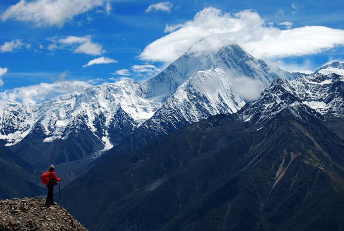 Сычуанью вид на гору Гонгга / Mount Gongga известную также под именем Минья Конка / Minya Konka. 7556м