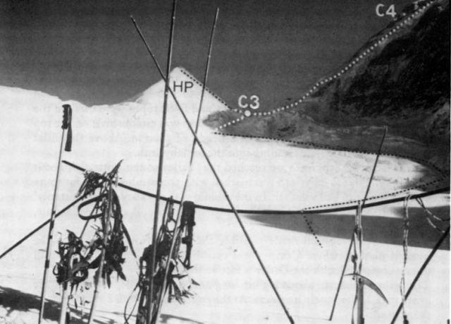 Вид с ледника Тулаги на маршрут по Юго-Западной стене