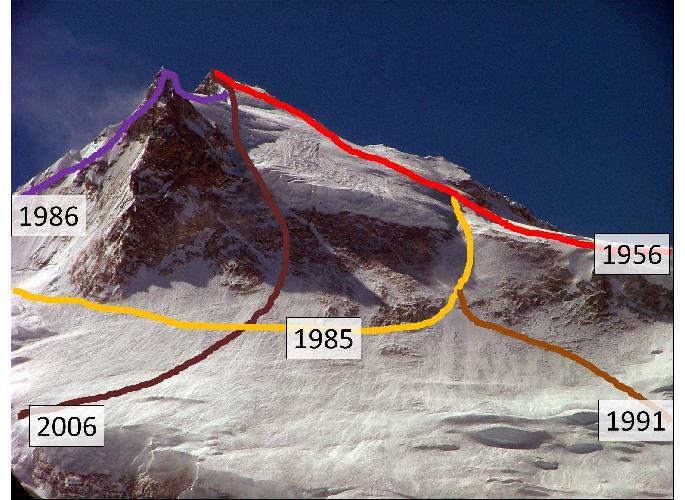 Общий вид маршрутов с верхнего плато к вершине со стороны Северо-Восточной стены