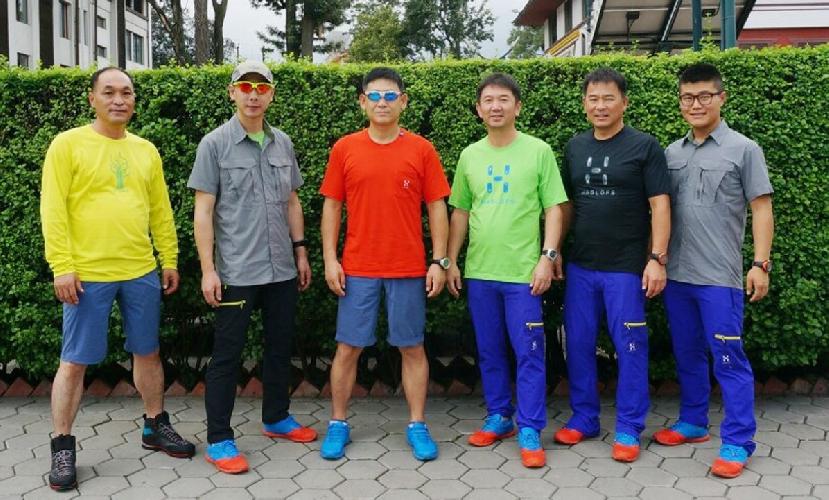 Команда южно корейский альпинистов в Катманду. октябрь 2015