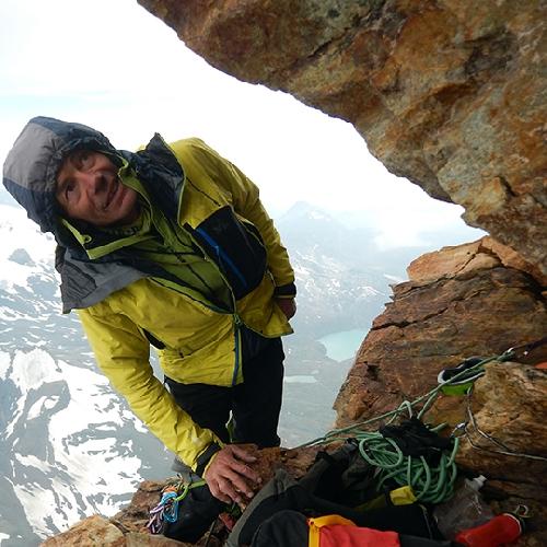 Французский альпинист Патрик Габарру (Patrick Gabarrou) близ вершины Маттерхорна