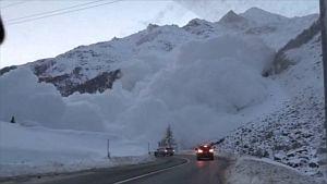 Огромную лавину в Швейцарии сняли на видео случайные свидетели