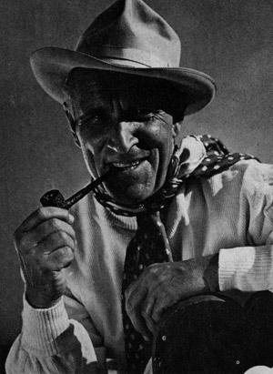 Луис Тренкер (Luis Trenker). Вечно молодой Луис Тренкер в фирменной шляпе, с фирменной трубкой и платком. Фото сделано Мюллером-Брунке ок. 50 лет назад.