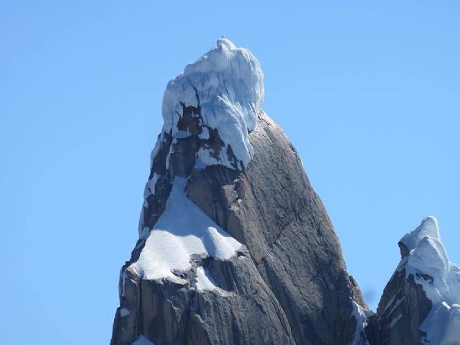Колин Хейли на вершине Торре Эггер (Torre Egger, 2685 м)