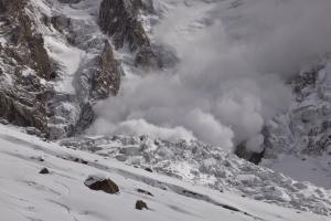 Зима 2015/2016. Экспедиции на восьмитысячник Нангапарбат: Лавина разрушила первый высотный лагерь