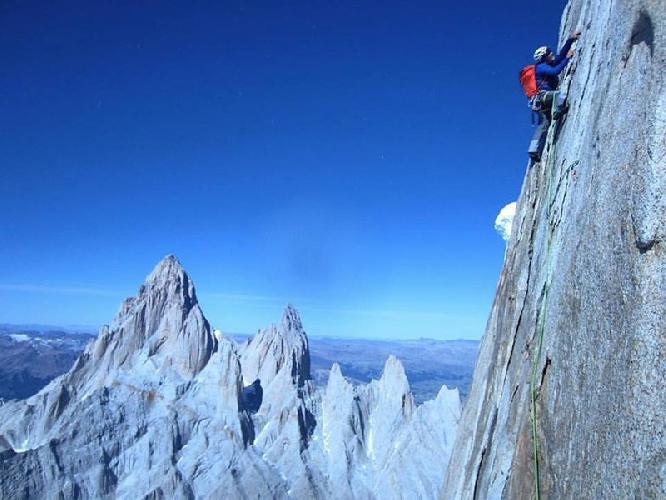 траверс вершин горного массива Серро Торре (Cerro Torre)