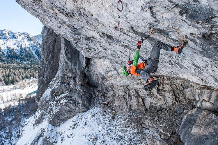 """Том Баллард (Tom Ballard) на маршруте """"A Line Above the Sky"""" сложности D15 в Доломитовых Альпах"""