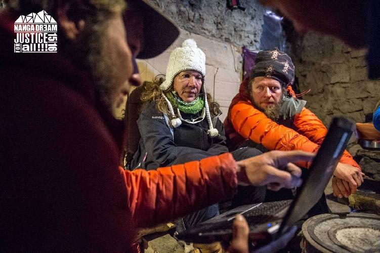 Клео Вайдлих и Марек Клоновски в базовом лагере Нангапарбат