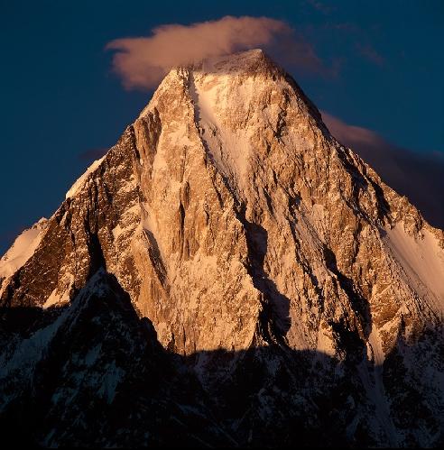 Западная стена Гашербрума IV. Маршрут по ней и по сей день считается одной из самых ярких легенд современного альпинизма