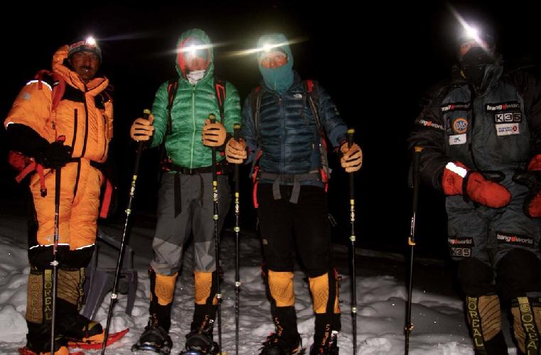 Команда во втором высотном лагере