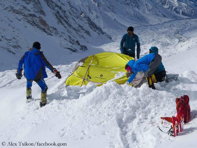 Первый высотный лагерь после лавины на Диамирской стороне горы