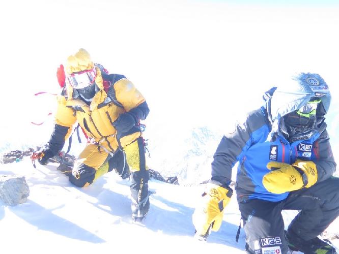 Симоне Моро (Simone Moro, Италия) и Алекс Тикон (Alex Txikon, Испания) на вершине Нангапарбат. 26 февраля 2016 года