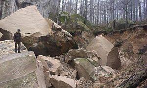 В Карпатах частично обрушились Скалы Довбуша (Обновлено)