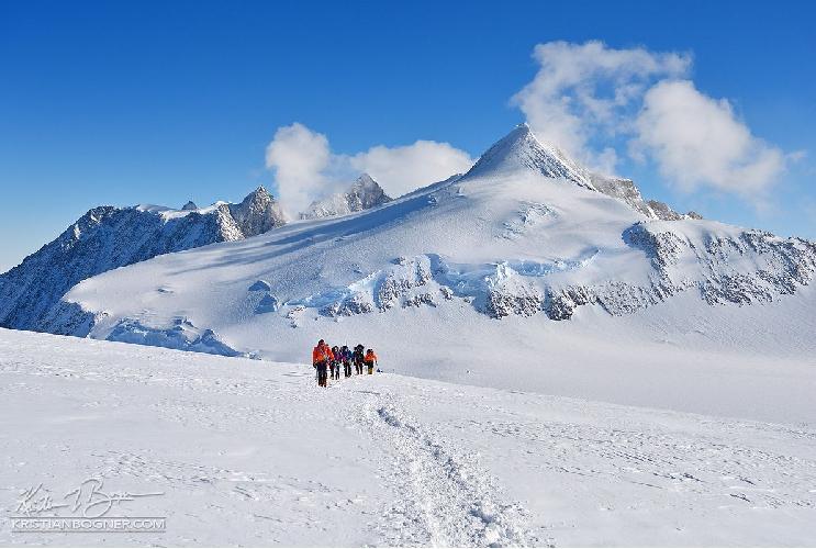 на вершину горы Винсон (Mount Vinson, 4892 м)