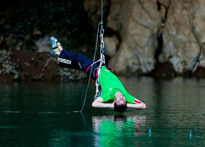 """Клемен Бекан (Klemen Becan) на маршруте """"Water world"""" 9а на сводах пещеры OSP в Словении"""