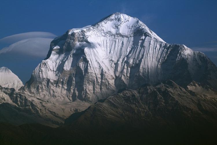 Дхаулагири (Dhaulagiri, 8167 м) - седьмая по высоте вершина мира.