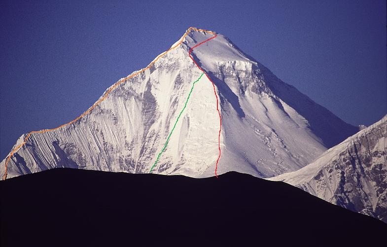 Дхаулагири. Красным цветом отмечен стандартный маршрут 1960 года. Оранжевым цветом - японский маршрут 1978 года и Зеленым цветом - маршрут команды 1980 года