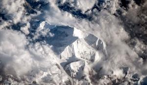 Эверест накануне начала нового сезона