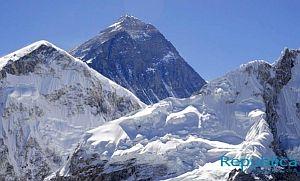 Прошлогоднее землетрясение в Непале усложнило восхождение на Эверест