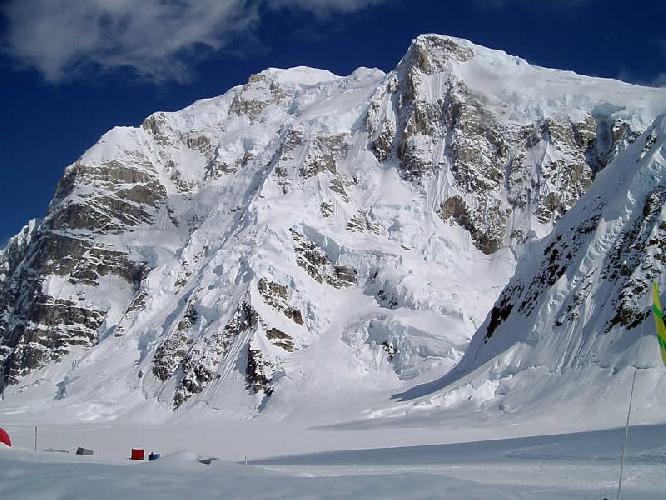 гора Хантер (Mount Hunter / Begguya) высотой 4442 метра - не место для шуток, особенно зимой