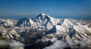 Новости с Эвереста: 277 альпинистов уже получили пермиты на восхождение