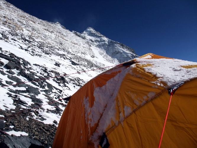 Северная стена Эвереста. Третий высотный лагерь. Где-то в этом районе лежит тело Сэнди Ирвина