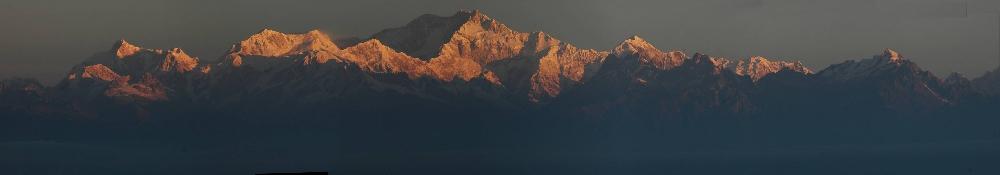 Полная панорама массива Канченджанга