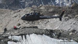 На Эвересте разрешили переброску снаряжения вертолетом в высотные лагеря