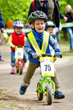 В Киеве более 150 детей возрастом от 1 до 3 лет участвовали в велогонке