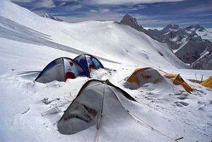 Весна 2016 на восьмитысячниках Гималаев: первые восхождения на Манаслу совершили 10 альпинистов