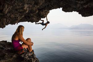 Фото дня: скалолазание на северном побережье Омана