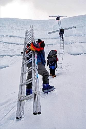 Шерпы на Эвересте