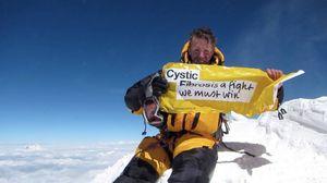 На Эверест впервые поднялся альпинист с заболеванием кистозным фиброзом