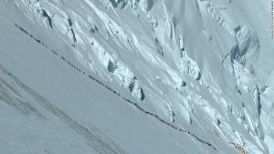 Новая угроза очередей на Эвересте