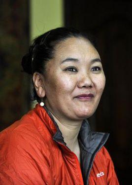 Лакпа Шерпа установила новый женский рекорд на Эвересте: 7 успешных восхождений!