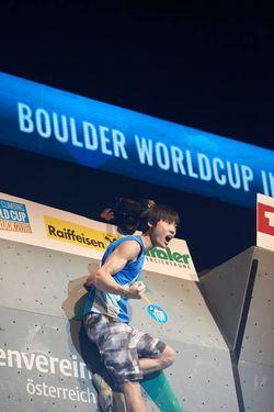 Британка Шона Кокси и кореец Джангвон Чон выиграли VI этап Кубка Мира по скалолазанию в австрийском Инсбруке